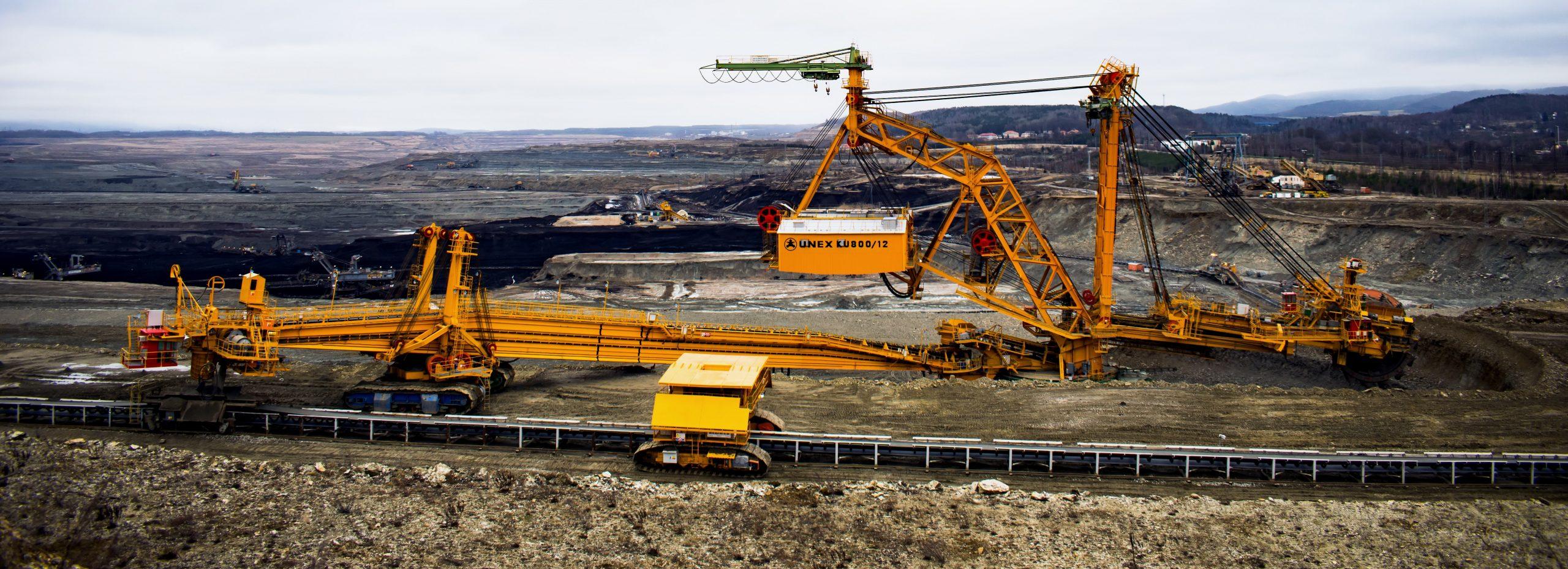 Cranes lifting heavy stuff